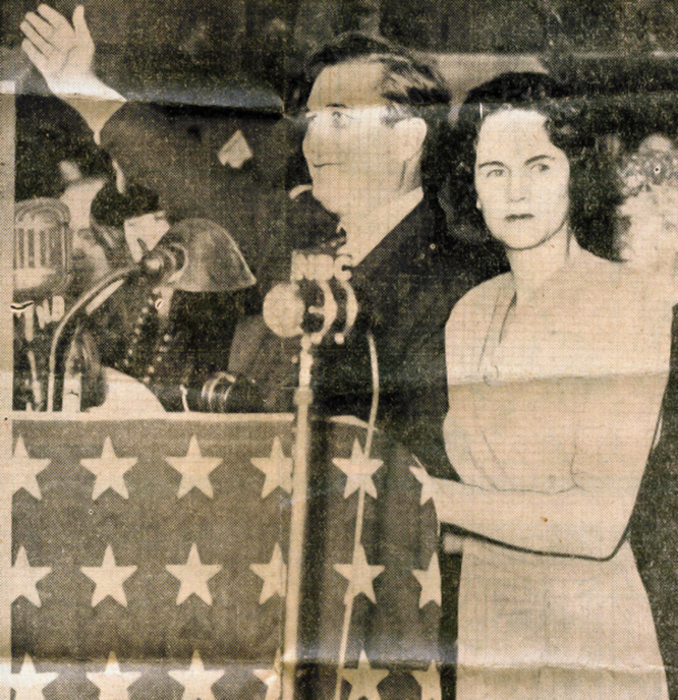 Joyce Arneill, first president of the NFRW, introduces GOP presidential nominee Wendell L. Wilkie at the NFRW's 1st Biennial Convention in 1940.